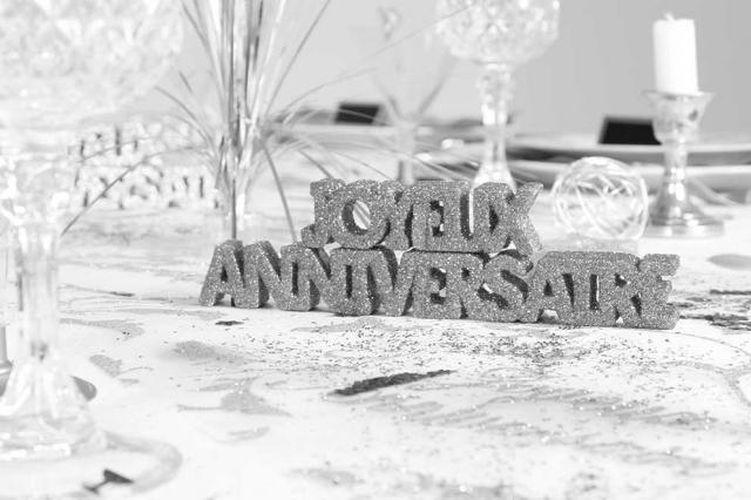 Decoration De Table Joyeux Anniversaire Argent 2 Etoiles A Poser