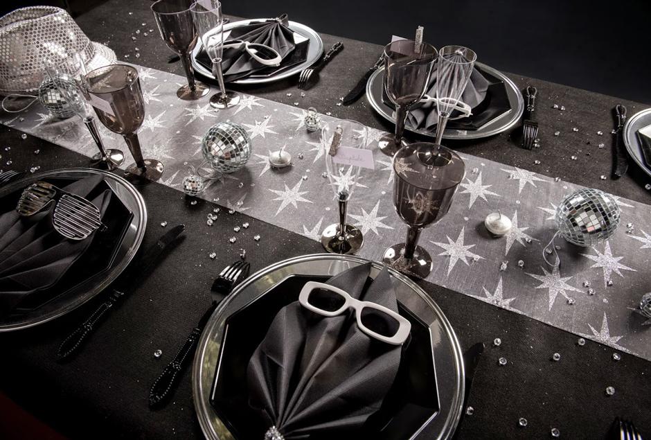 Pour une décoration nouvel an réussie choisissez la table disco